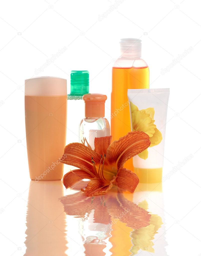 Set of apricot cosmetic containers with lily flower isolated on white — Stock Photo #2563961