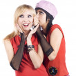 Two girlfriends talking — Stockfoto