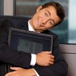 ordinateur portable embrassant homme d'affaires — Photo