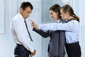 Skriker åt affärsman i office — Stockfoto