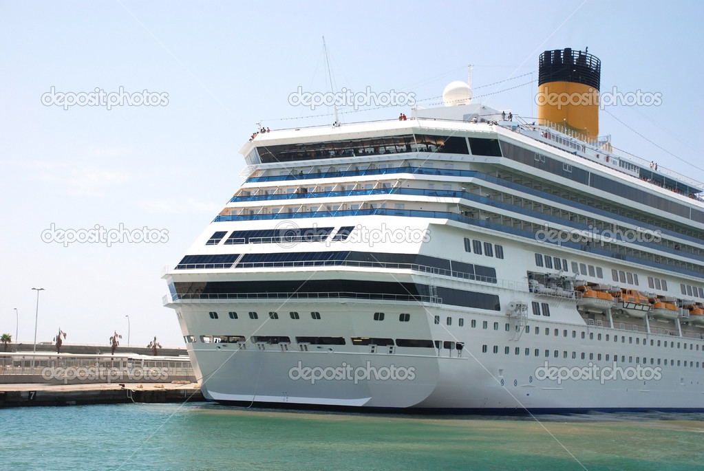 Pictures of a cruise ship docked at the harbor — Stock Photo #2437160