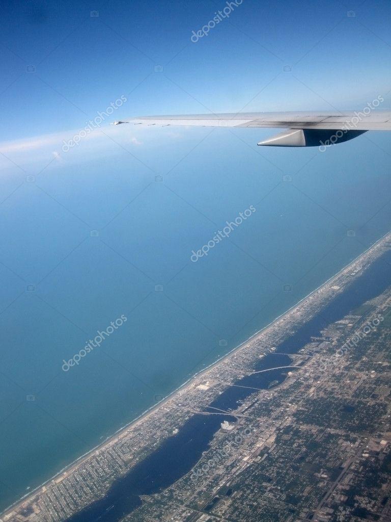 从飞机上看地面的股票图片
