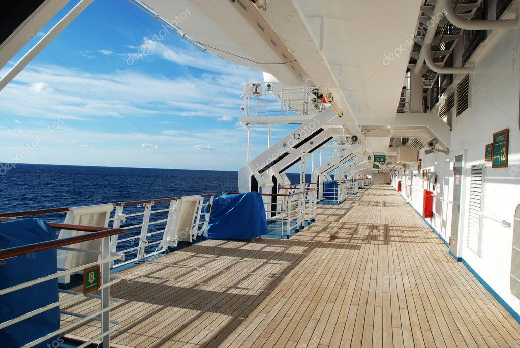 Stock pictures of the deck on a cruise ship — Stock Photo #2632647