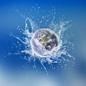 Earth dropped in water — Stock Photo