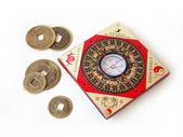 Feng shui compass and chinese coins. — Stock Photo