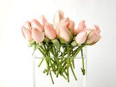 Pequeno buquê de rosas em vaso — Fotografia Stock