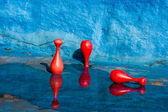 Skittles in an empty swimming pool — Stockfoto