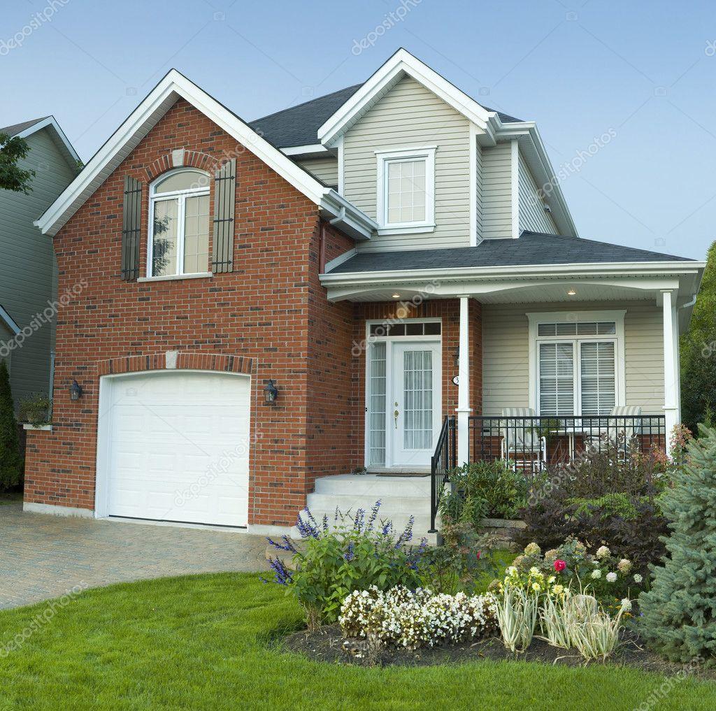 新现代小型家庭的房子居住区