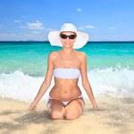 Woman sitting at tropical sea shore. — Stock Photo