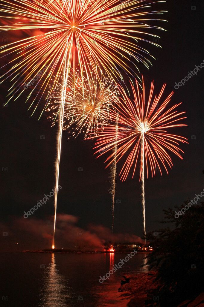 Fireworks Display over Long Island Sound — Stock Photo #2484053