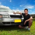 man naast auto in middag zon — Stockfoto