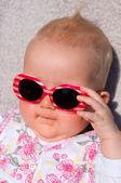 Baby met zonnebril — Stockfoto