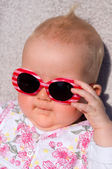 Baby with sunglasses — 图库照片