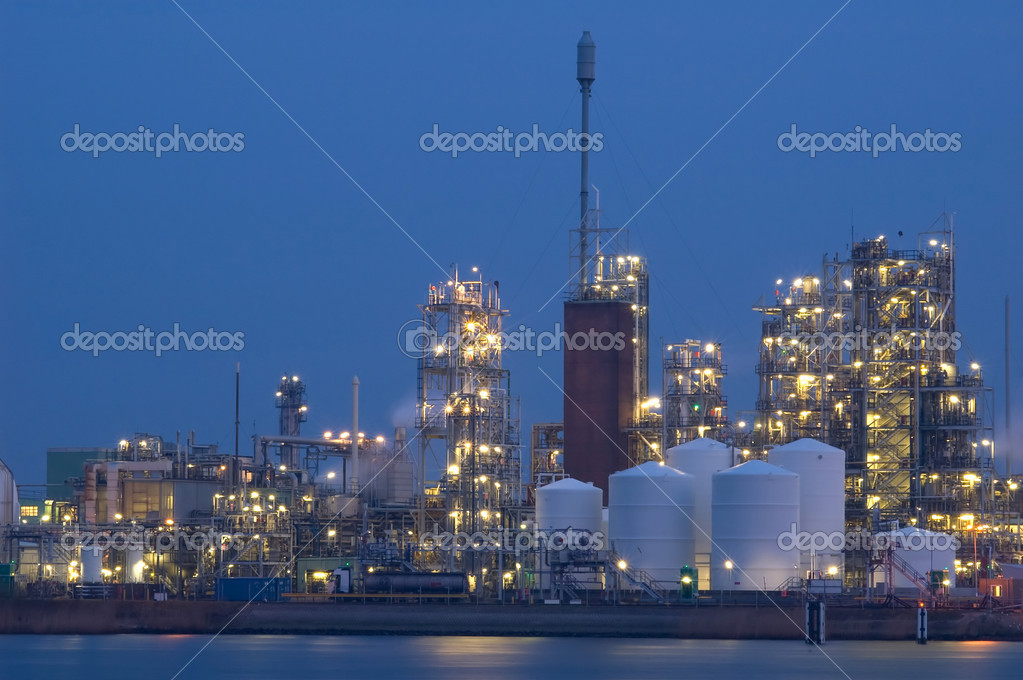 A chemical industry bij night  Stock Photo #2489969
