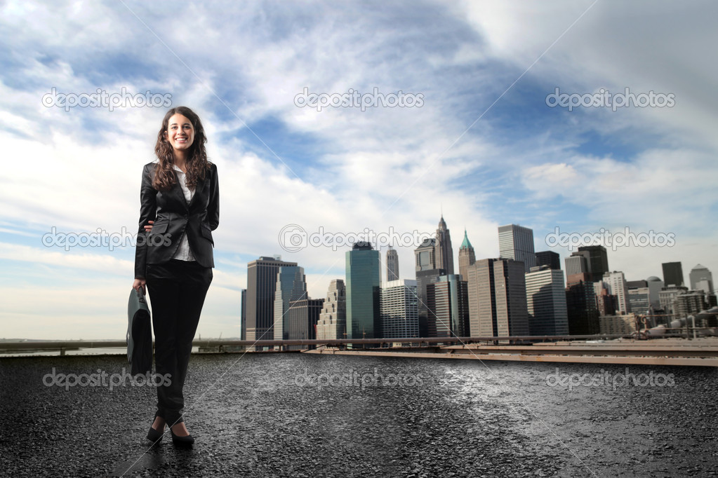 Portrait of a smilin young businesswoman standing in a cityscape — Stock Photo #2489231