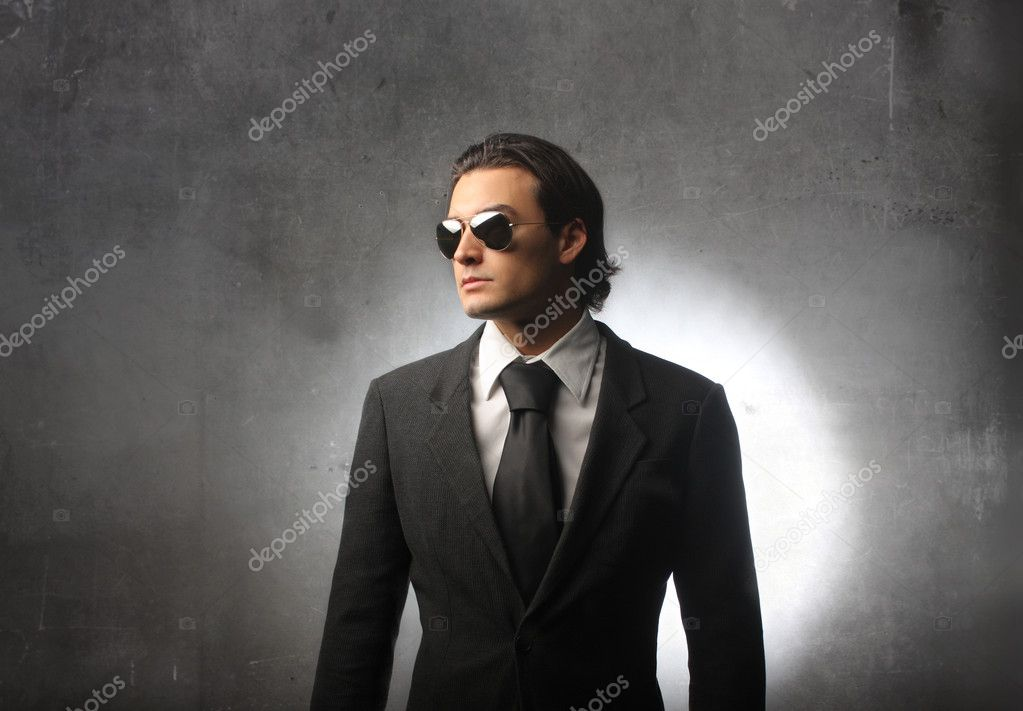 Fashionable businessman with sunglasses  — Stock Photo #2537556
