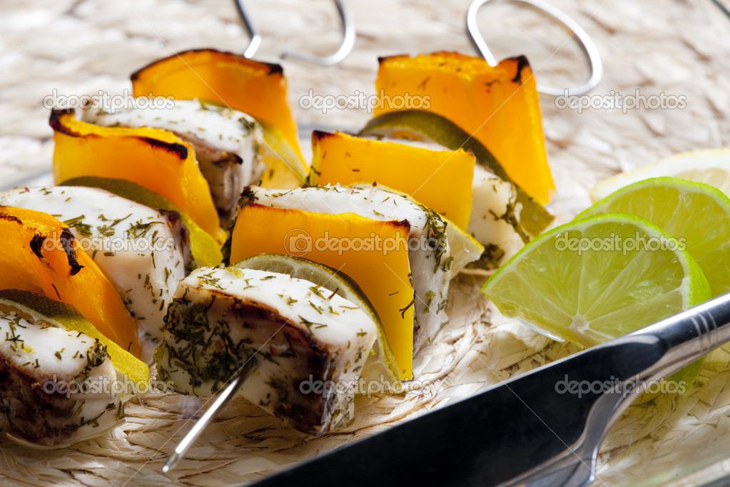 Fish skewers with yellow pepper — Stock Photo #2551021