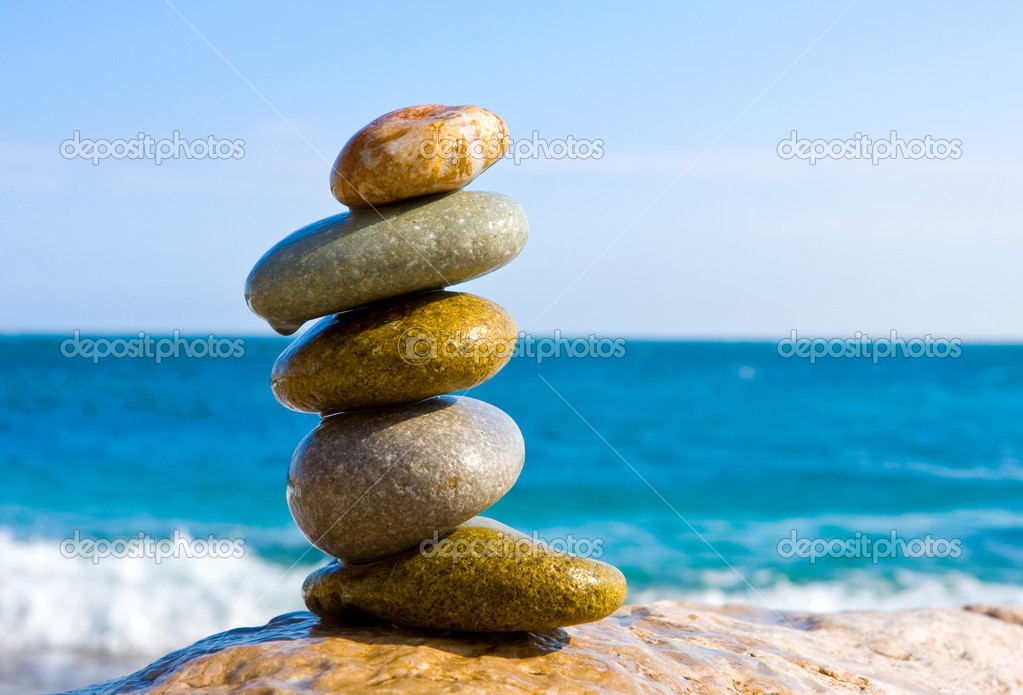Balanced wet stones on the sea — ストック写真 #2581095