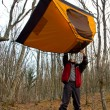 Man keep tourist tent over head — 图库照片
