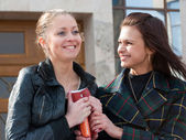 Two cute students portrait outdoors — Stock Photo