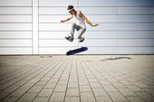 Skater making a flip with his skateboard — Stock Photo