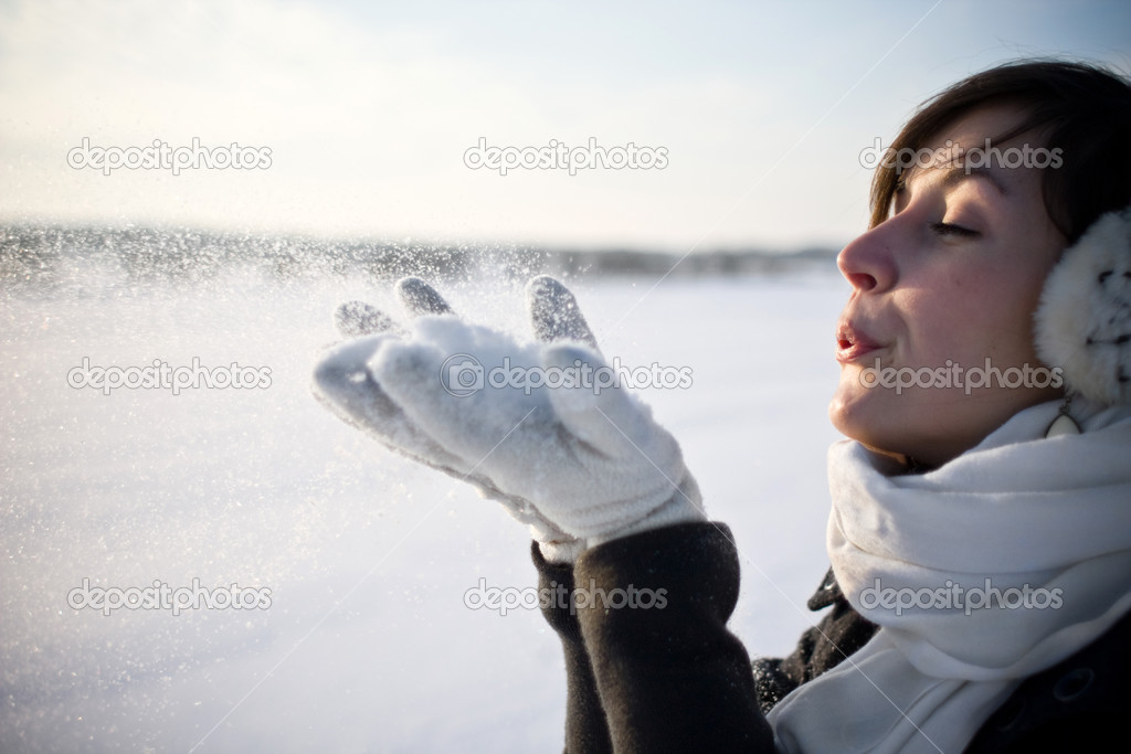 Girl in winter scene — Stock Photo #2494692
