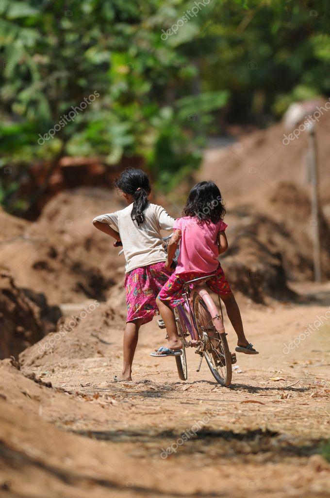 две девки зажали фермера