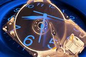 Reloj y ordenador disco duro — Foto de Stock
