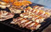 Vlees op grill — Stockfoto