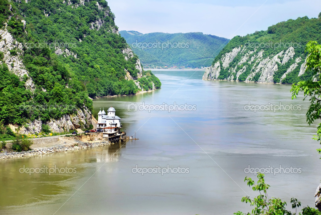 Scenic Danube value between Serbia and Romania — Stock Photo #2601401