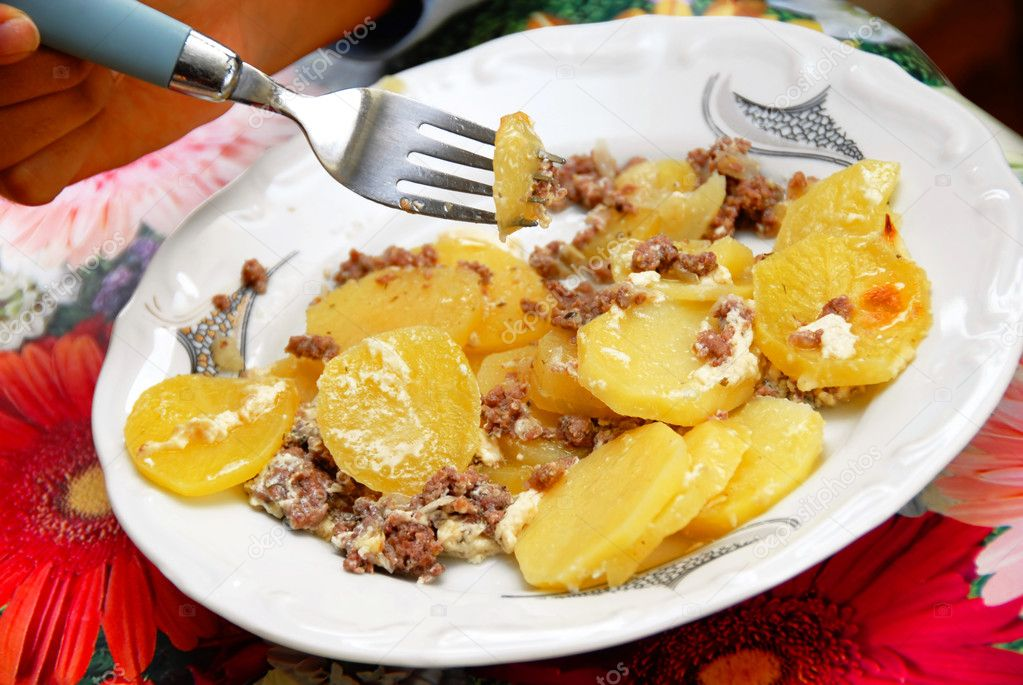 Fork in dish with baked potato slices and minced meat — Stock Photo #2607017