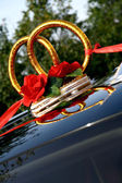 Decorative weddings rings on the car — Stock Photo