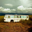 Old destroyed bus - Foto Stock
