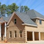 een prachtige nieuwe aangepaste gebouwd huis — Stockfoto