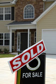 SOLD Sign in Front of Beautiful New Home — Stock Photo