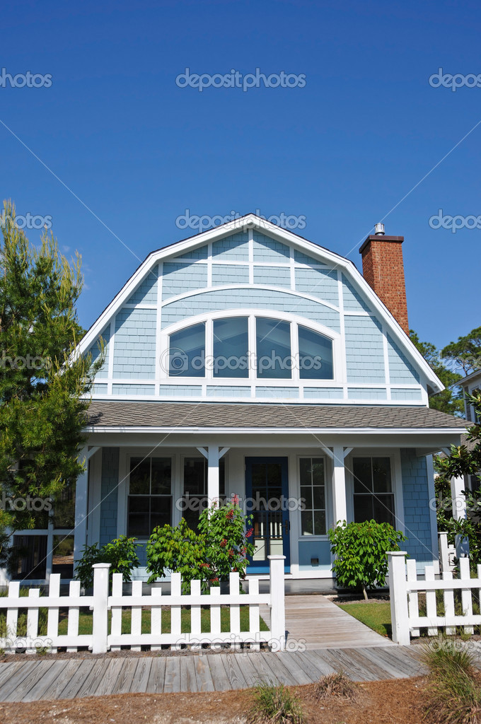 Beach Cottage with a White Fence — Stock Photo #2560133
