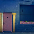 Pink door with yellow pillars — Stock Photo