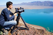 Video operator removes the desert lake — Stock Photo
