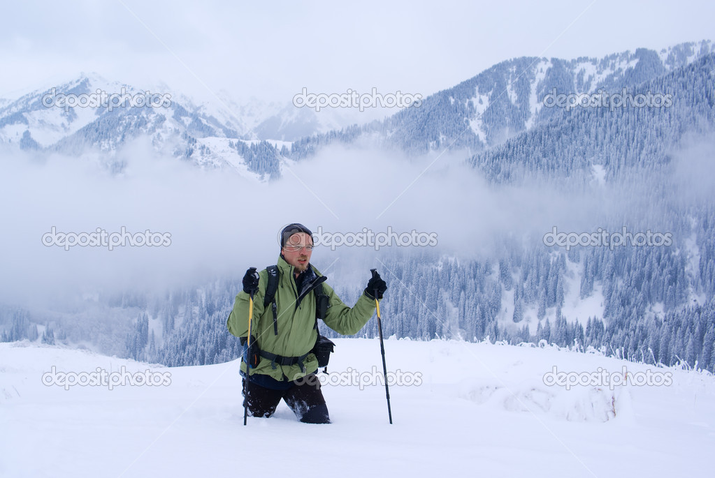 A backpacker man going through deep snow in the winter mountains — Stock Photo #2595719