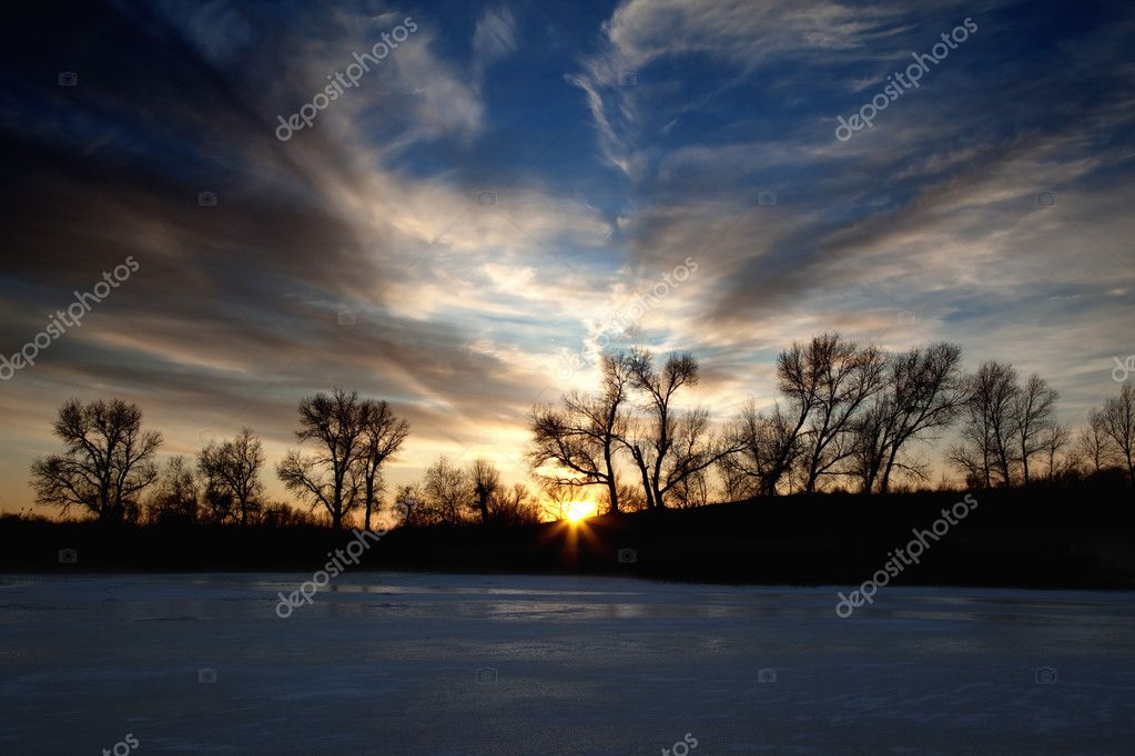 Sunset on a winter lake — Stock Photo #2644151