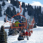 Elevator on mountain ski resort — Stock Photo