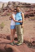Couple walking in the desert mountains — Stock Photo