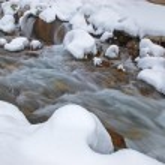 Winter mountain creek during snowfall — Stock Photo