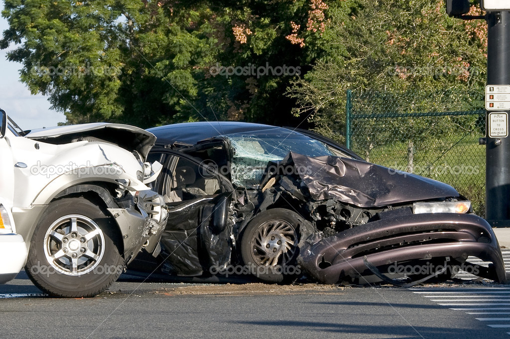 Two Vehicle accident at a busy intersection — Stock Photo #2550970