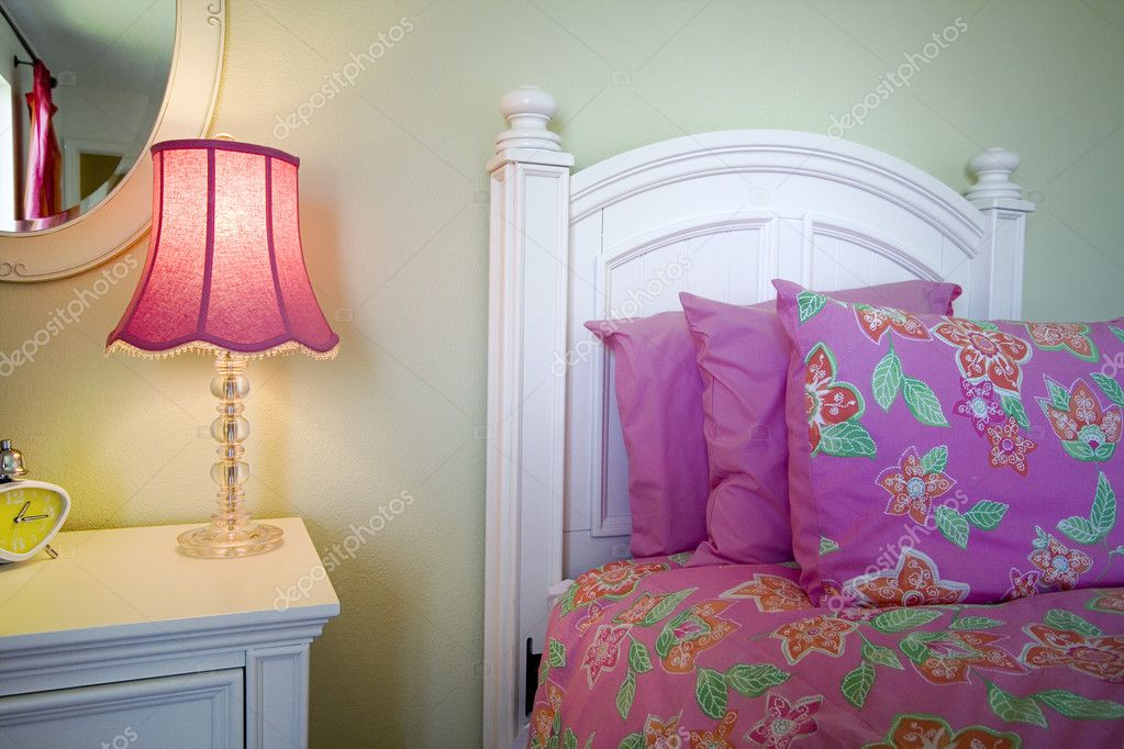 Close up on a bed in a bedroom — Foto Stock #2602214