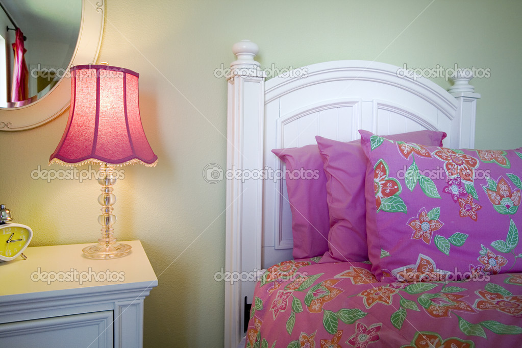 Close up on a bed in a bedroom — Foto de Stock   #2602214