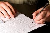 Vergi formlarını imzalama — Stok fotoğraf