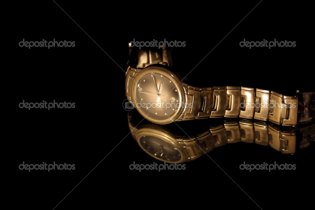 Isolated Wrist Watch - Black Background — Stock Photo #2661654