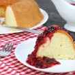 Pound cake and fruit sauce — Stock Photo #2616257