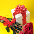 Beautiful red roses and present — Stock Photo #2650364
